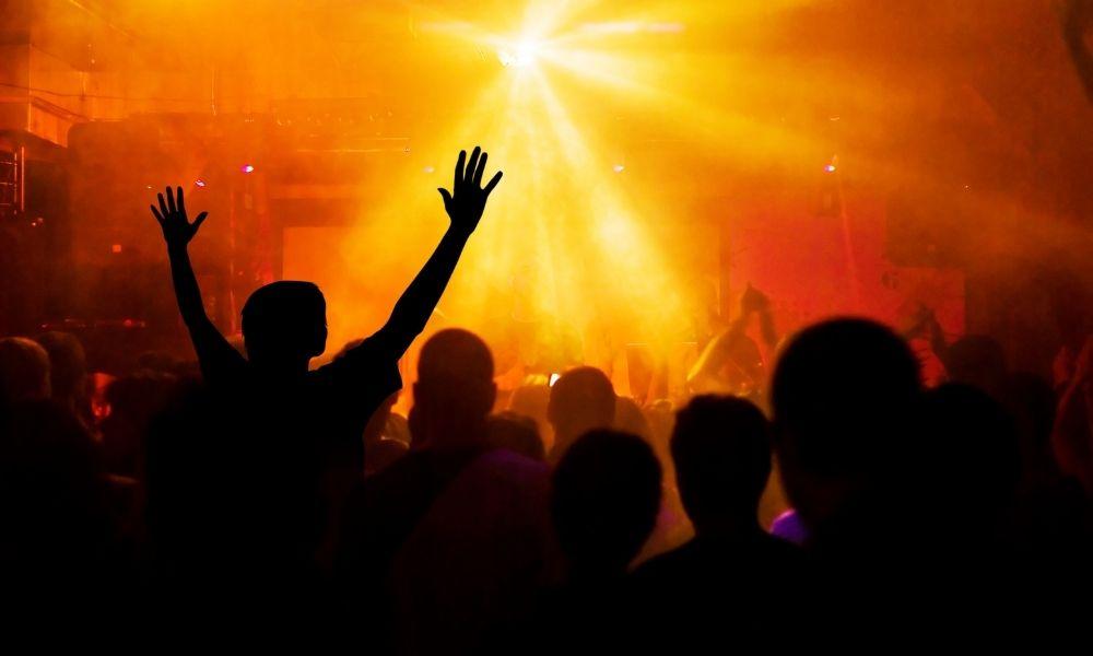 【音楽業界のDX事例】コロナ禍のライブ事情とは?サザン/サカナクション/米津